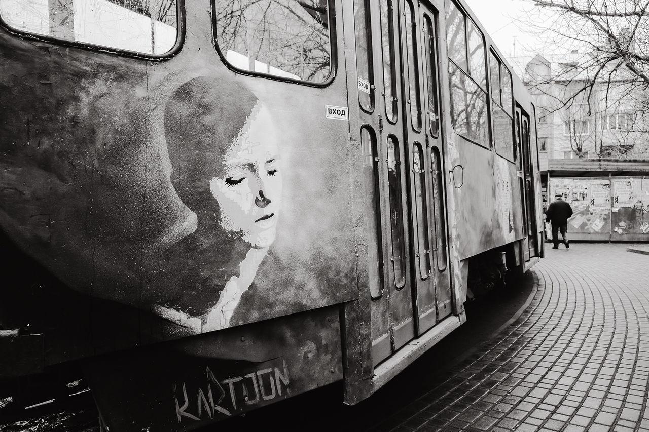 Kaliningrad калининград Streetphoto_bw Photoreportage фоторепортаж Streetphotography Photography Fujifilmru Fujifilm X-Pro1 35mm Pregelstreet улица39 Streetphotographer Graffiti Art Трамвай  Tramp фотограф Трамвай