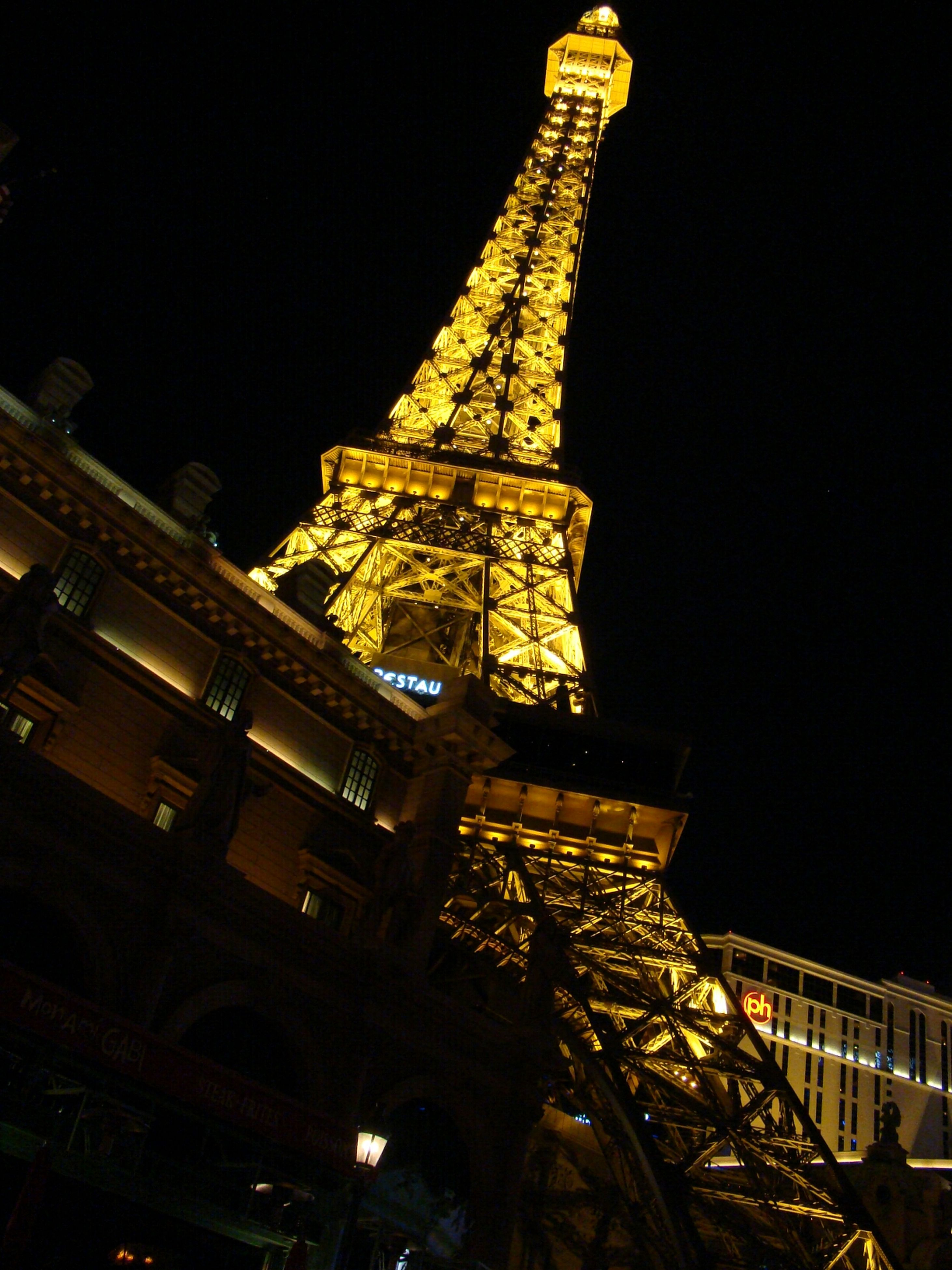 architecture, built structure, building exterior, night, illuminated, famous place, travel destinations, international landmark, clear sky, tourism, low angle view, capital cities, city, travel, tower, history, tall - high, copy space, religion, place of worship