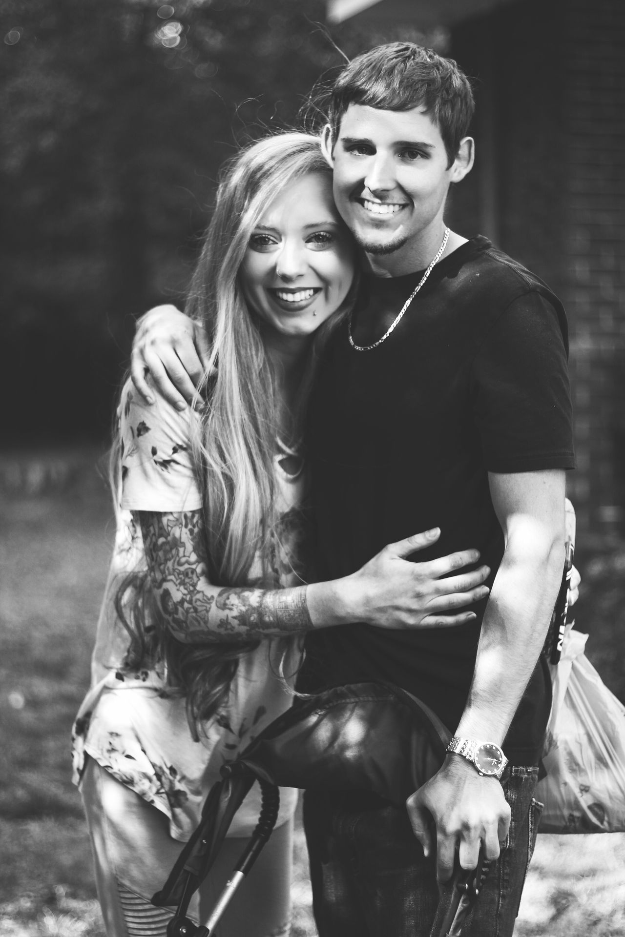 Two People Togetherness Lifestyles Young Adult Young Women Real People Smiling Love Leisure Activity Happiness Young Men Heterosexual Couple Outdoors Casual Clothing Couple - Relationship Portrait Looking At Camera Front View Bonding Day