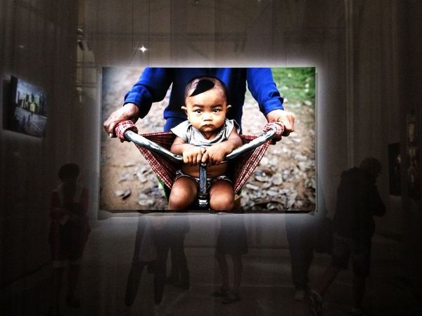 Il mondo di Steve McCurry Indoors  In Front Of Exibition Getting Inspired EyeEm EyeEm Gallery Eye4photography  EyeEmBestPics IPhoneography Mllml Torino Print People Watching Portrait