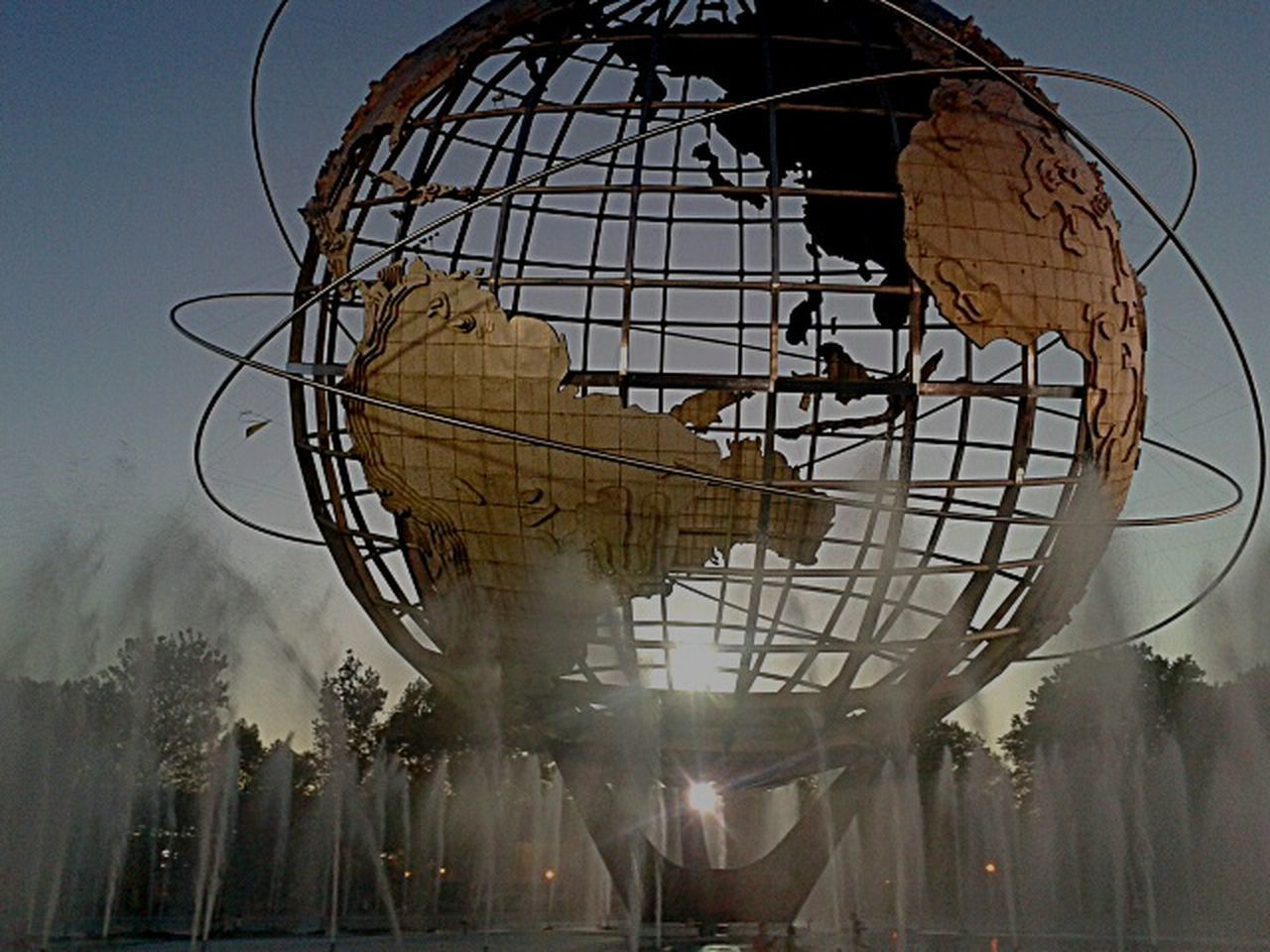 The Magic Mission UniSphere,twilight.photo by Shell Sheddy Lieblingsteil Shellsheddyphotography Nyc Photo Unisphere Unisphoto World Flushing Meadows Corona Park Fountain Battle Of The Cities