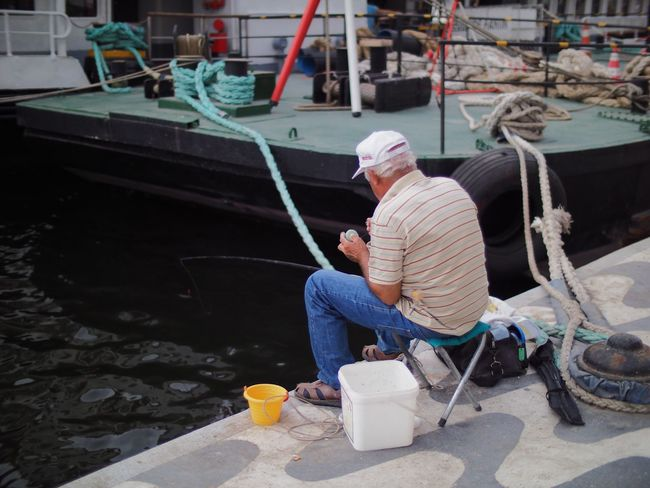 Fisherman in Izmir Sitting Full Length Transportation Food And Drink Fishing Fisherman Fishermen Shallow Depth Of Field Izmir Izmir Turkey Izmir/ Bornova Quayside Quay Side Men Holding Casual Clothing Relaxation Person Water Mature Adult Day