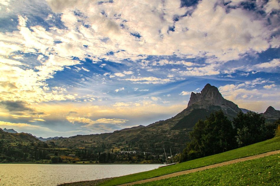 Mountain Scenics Tranquil Scene Landscape Idyllic Mountain Range Beauty In Nature Remote Sky Cloud - Sky Majestic Solitude Physical Geography Nature EyeEm Gallery Check This Out Landscapes Lanuza Sallent De Gallego Pirineo Aragonés Lakeshore Lake Evening Light Cloud Formations Cloudscape