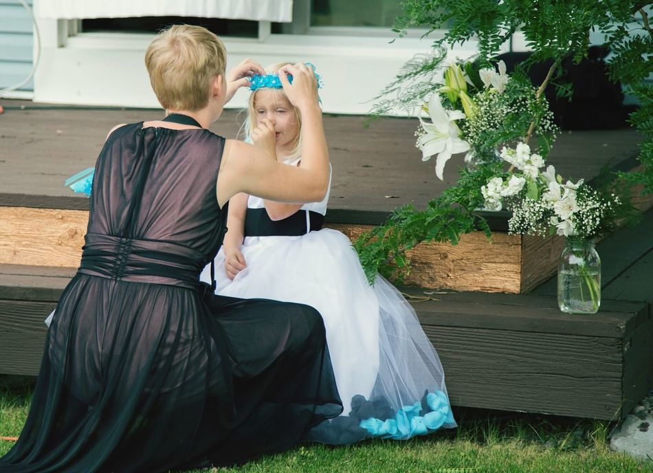 Photos That Will Restore Your Faith In Humanity My Daughter ♥ & My Great Niece helping get her head piece on right, she had been so upset it wouldn't be pretty. Taken in Idaho right before the Wedding started