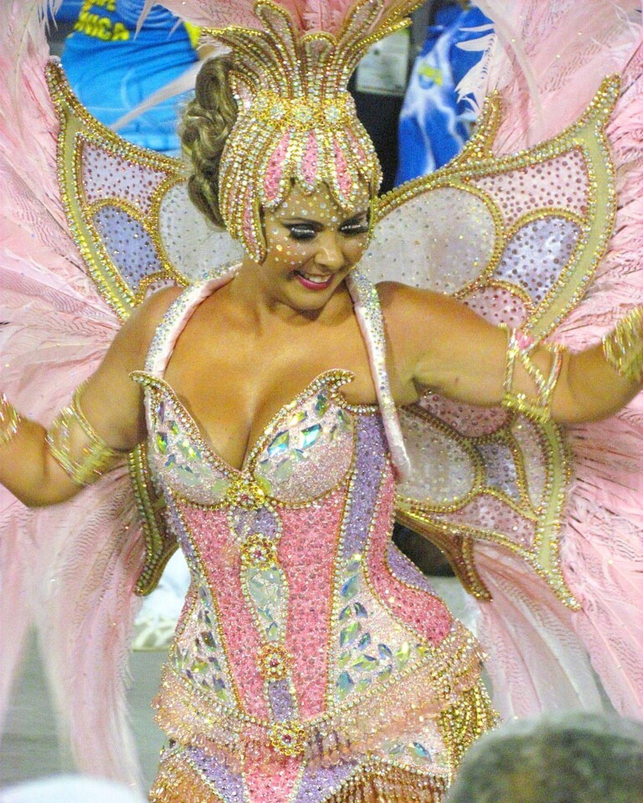 Carioca Selusava Brasil ♥ Carnival Carnaval Brasil Brazil Colours Of Carnival Cariocadagema Carioca Girl Enjoying Life parade Taking Photos brasil Brazil ❤