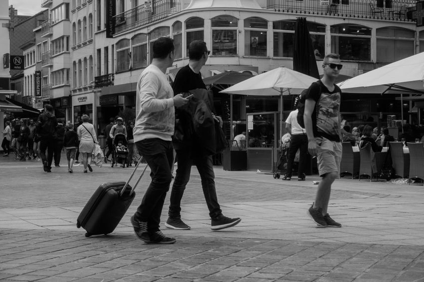 😊😉Friends always look in the same direction! Architecture Full Length Built Structure Building Exterior Large Group Of People City City Life People Outdoors Lifestyles Leisure Activity Real People Day Vacations Walking Candid Photography Street Photography EyeEm Gallery First Eyeem Photo EyeEm Selects Sky Black And White Black And White Photography Streetphoto Street Life The Week On EyeEm
