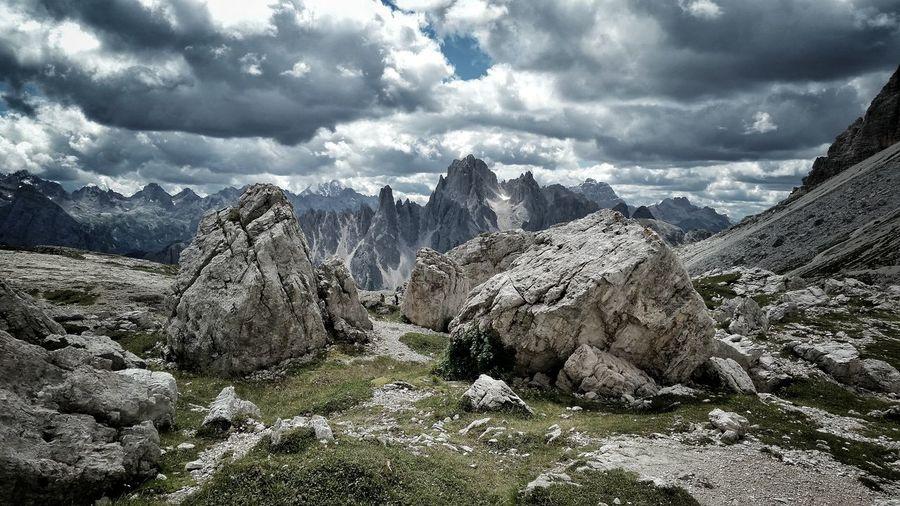 Lavaredo, nubi all'orizzonte. Blackclouds Mountains Lavaredo Valley Nature Smartphonephotography Daylight Dramatic Sky Lowsaturation Rocks And Minerals Trentino Alto Adige Trekking Horizon Power In Nature Theoneandtheuniverse
