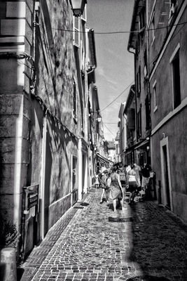 blackandwhite in Sanary-sur-Mer by Giki