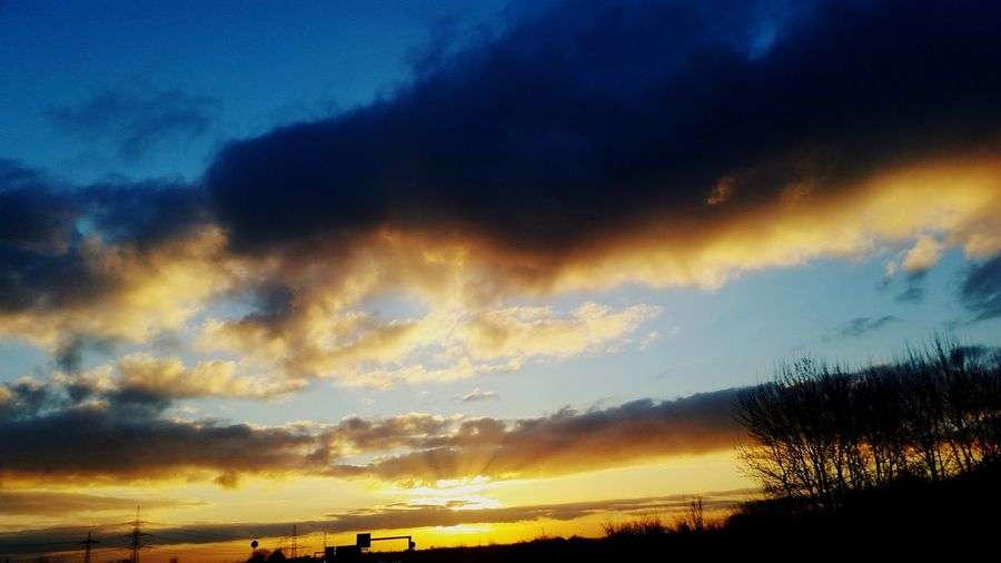 Friedrichshafen Bodensee Long Days Goodnight Hard Knock Life Outdoors Nature Sun Dramatic Sky New People New Story One Vs All ShitHappens Beautiful ♥ Slow Motion Travelandwork Nature Dramatic Sky Sunlight Sungoesdown🌅 I Love This Job Road Workandtravel