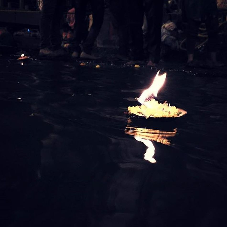 Devotees present these little Oillamps (Deepdaan )or Diya as they are locally known to the Holy_godavari_river in expectations of Blessings @ RamKund Panchvati Nashik Maharashtra India . Oil_lamps Oil_lamp Reflection Devotional Relious Hinduism Ig_maharashtra Maharashta_ig