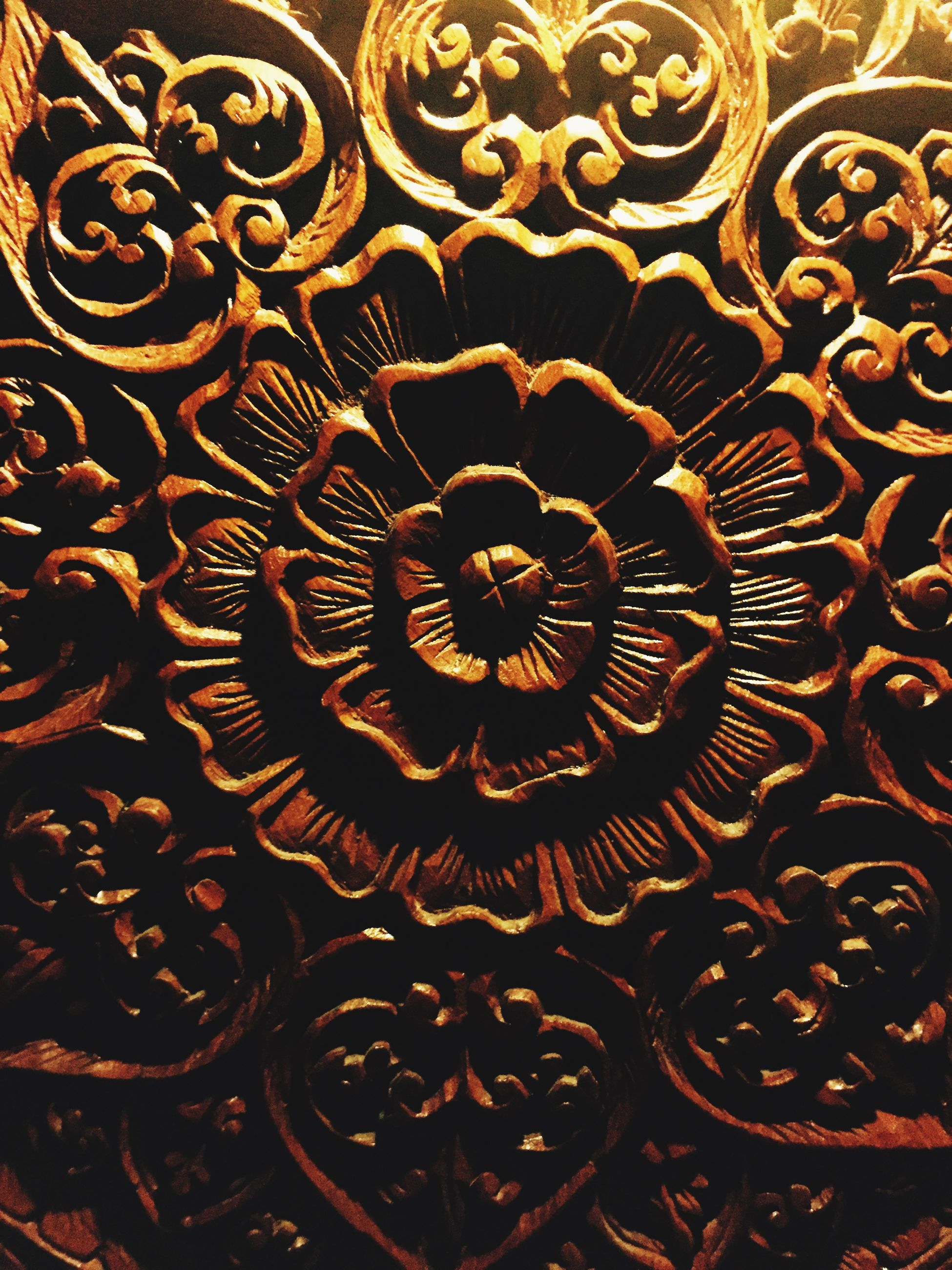 pattern, indoors, design, full frame, art and craft, art, backgrounds, creativity, ornate, floral pattern, metal, close-up, decoration, wall - building feature, textured, built structure, carving - craft product, no people, architecture, repetition