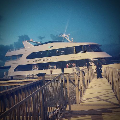 Latepost Relaxing Yachtlife Dinner Party Cruise