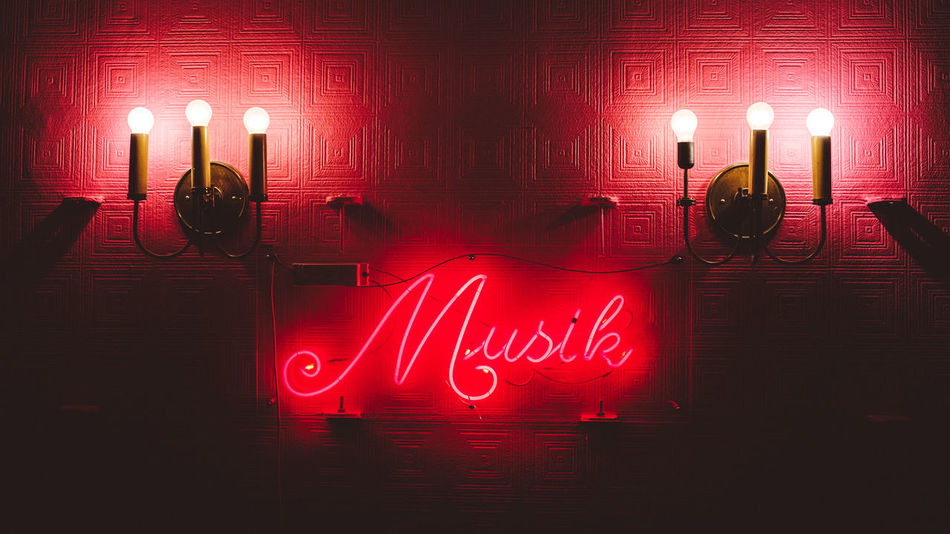 Musik Illuminated Indoors  Light And Shadow Lighting Equipment Music Nightlife No People Red MusicLove Xpro2 The Week On EyeEm