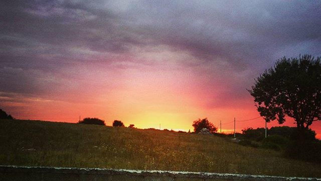 Tieni gli occhi piantati sull'orizzonte....io sarò lì. Love Sunsetcolors Anime Icoloridellamente Mysoul  Mylove Myevrithing Yourtheone Naturelovers Puglialovers Pugliasounds