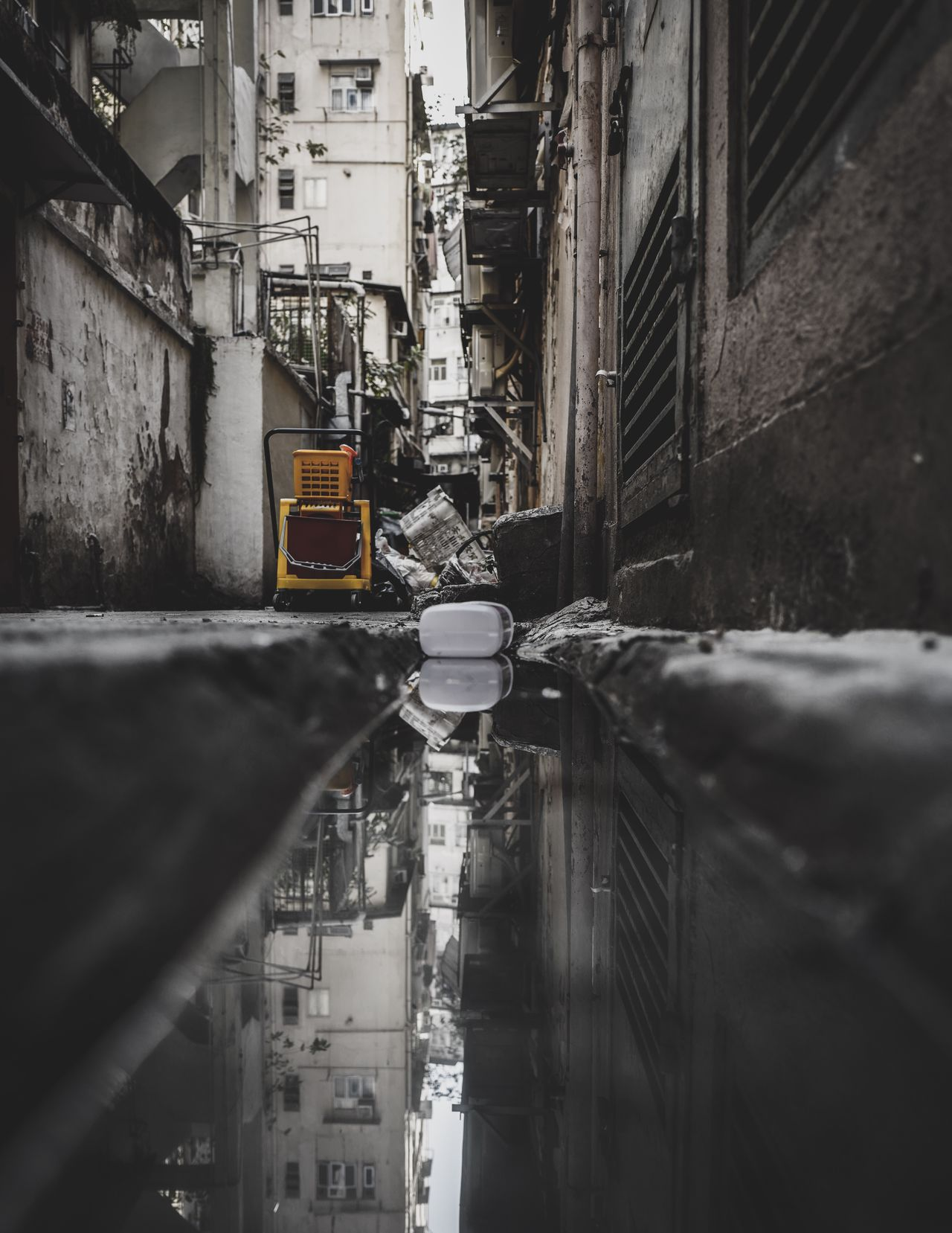Alley Ditch Streetphotography Discoverhongkong Leicaq Refrection Mirror City Life Capture The Moment Weekend EyeEm Masterclass Lifestyles Moment Of Silence EyeEmNewHere Life In Motion Moments Of Life Taking Photos Walking Around From My Point Of View Found On The Roll Captured Moment Hello World Cityscapes EyeEm Gallery Beautiful Reflection EyeEm Best Edits