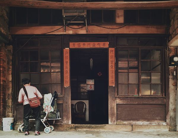 Old House Old Town People People Photography Traditional Architecture Architecture Light And Shadow Nostalgia Nostalgic Landscape Showcase April Eye4photography  EyeEm Best Shots EyeEm Gallery The Street Photographer - 2016 EyeEm Awards The Architect - 2016 EyeEm Awards 蔦裊裊 People And Places Colour Of Life 2016.04.04 in 暖暖街 Keelung Taiwan