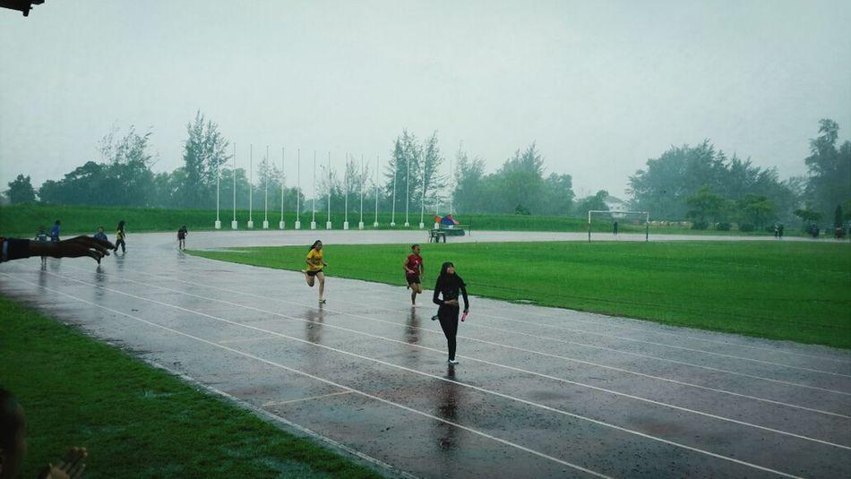 4×100 m schoolsport Sport Time Excercising Raining Day But Enjoying It Still