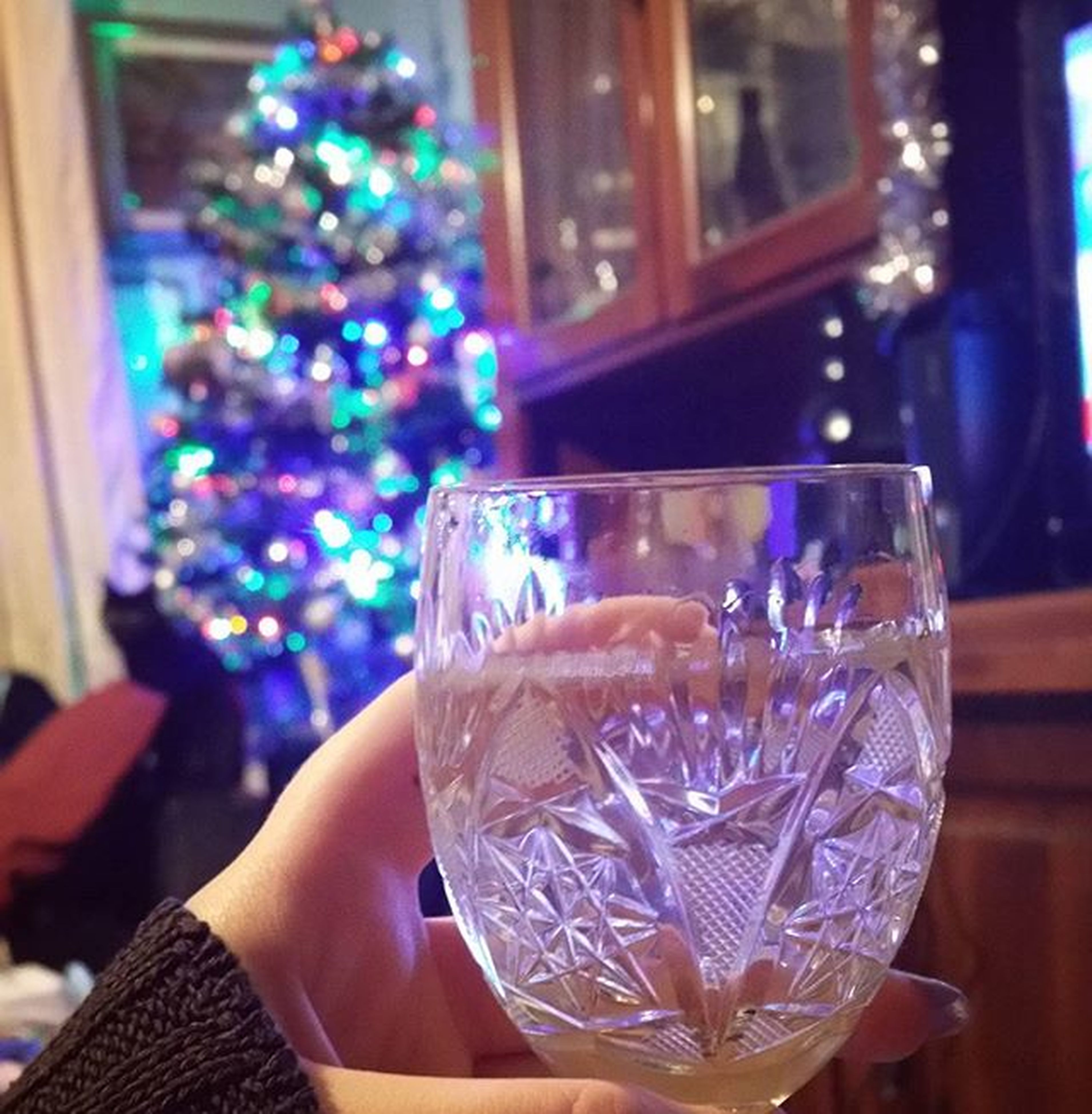 drink, refreshment, food and drink, focus on foreground, drinking glass, freshness, glass - material, holding, close-up, person, transparent, lifestyles, indoors, alcohol, table, glass, wineglass, leisure activity