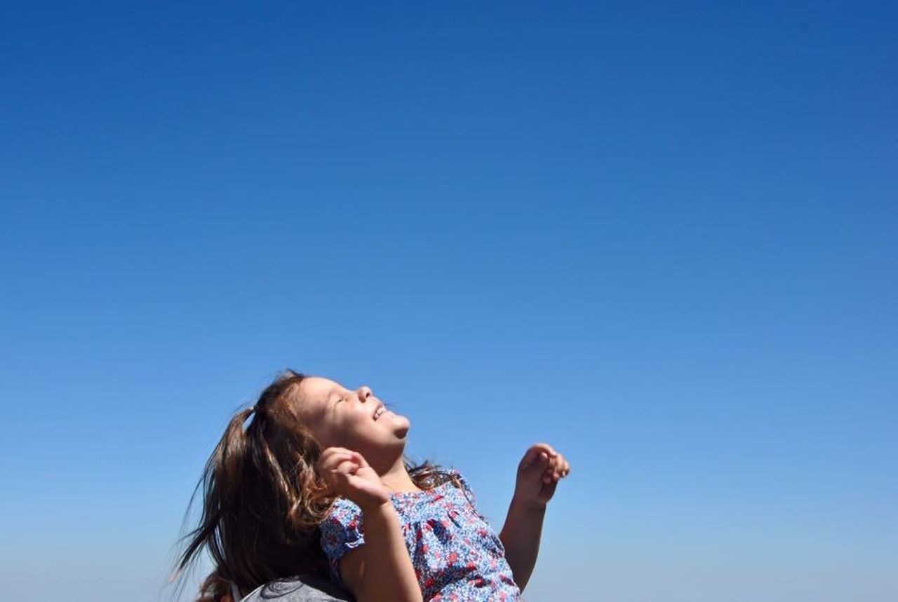 Happiness Happy Kid Happy Kiddo :)  Kid Fille Jolie Contente Everyday Emotion Love Her Smile Enjoying Life Original Experiences Été Kidsphotography Enfance Child Enfant Petite Fille Amateurphotographer  Soleil Fillette TakeoverContrast Enjoy The New Normal