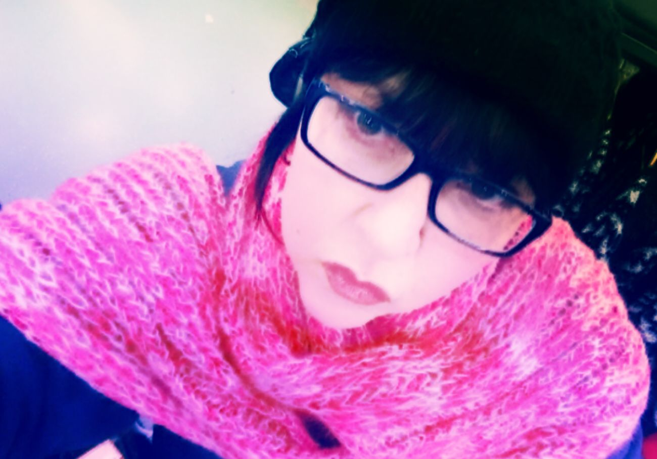 Pinky😆💖 Portrait Of A Woman Wintertime Portrait Black Hair Always Be Cozy Winter 2017 My Unique Style Illuminated Simple Elegance Winter Mood That's Me! Selfie✌