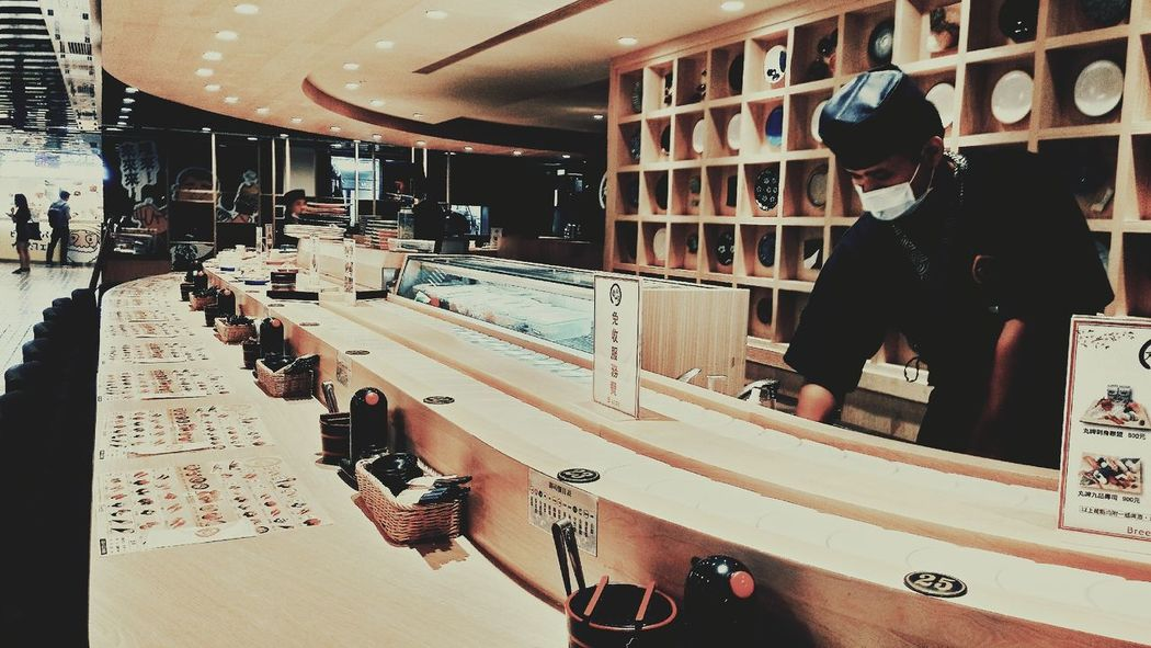 Sushi BreezeCentre Taipei SushiBar People Indoors  Japanese Restaurant