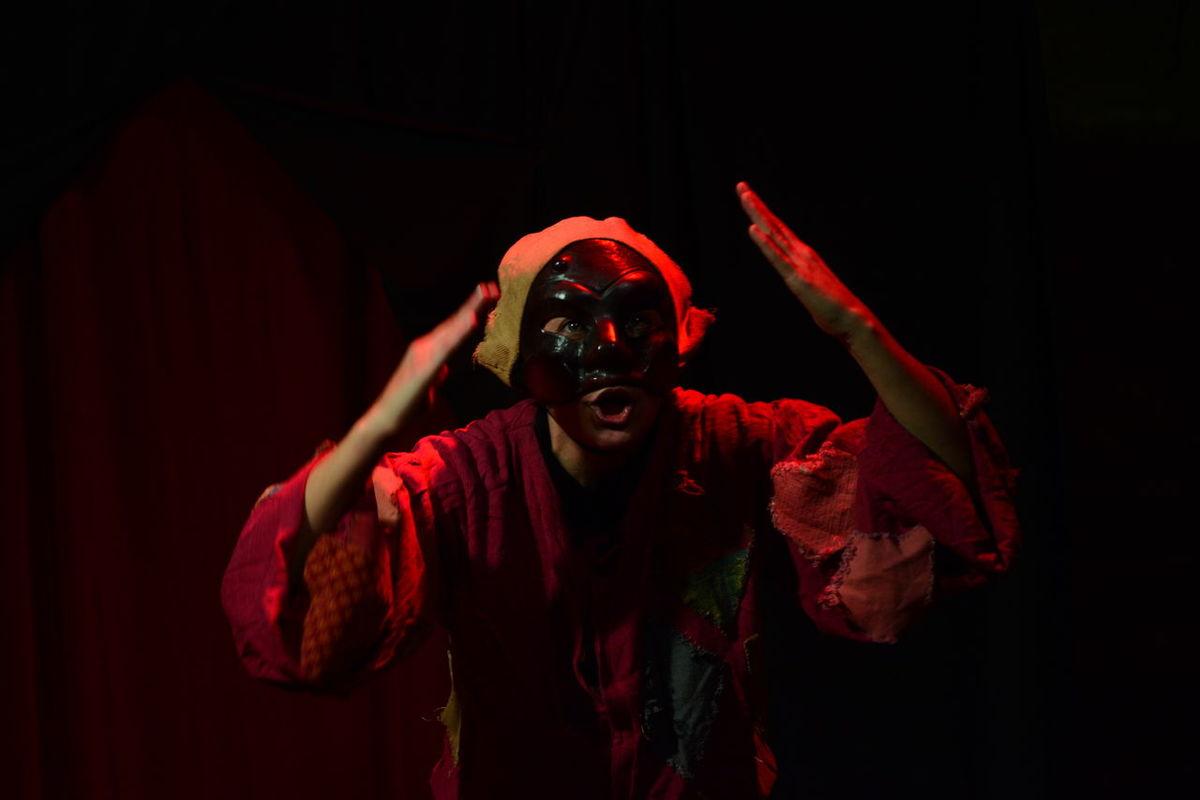 Arlecchino COMMEDIA DEL ARTE Italy Light Luci Maschera Palco Palcoscenico Red Rosso Teatro Teatro Colon  Theatre