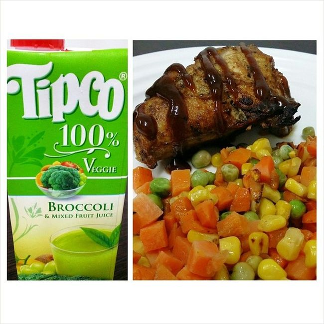 Dinner for tonight: Honey chicken in barbecue sauce and buttered mixed vegetables. Plus Broccoli and mixed fruit juice. Day37 100happydays Foodie Foodporn foodcoma foodgasm foodtography instafood diet aftergym tipco juice FeelingChef
