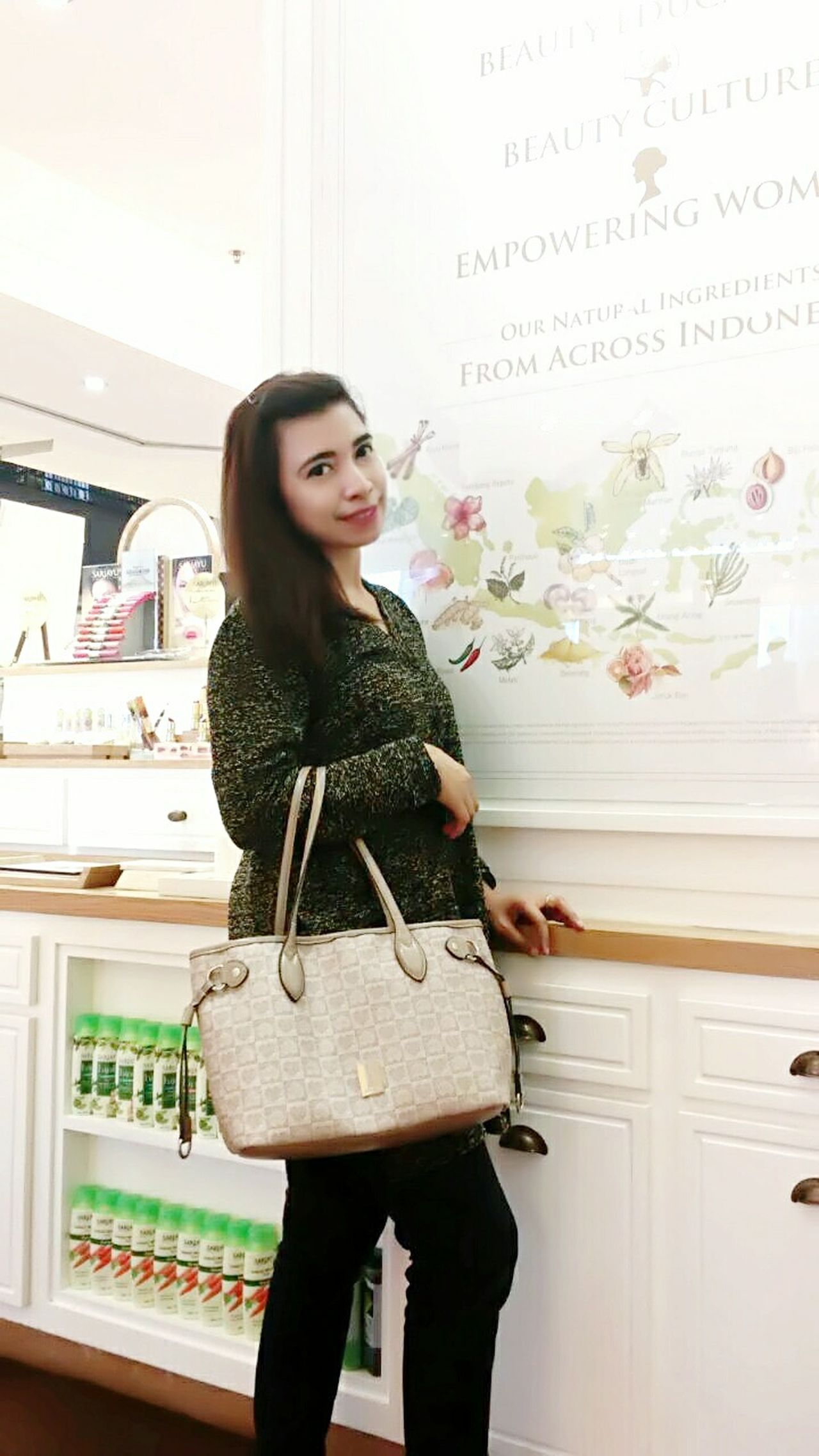 Edisi lebaran jalan2 syantikkk Hello World Hanging Out Enjoying Life Grandindonesia Pac Marthatilaar Martha Tilaar Salon & Spa INDONESIA