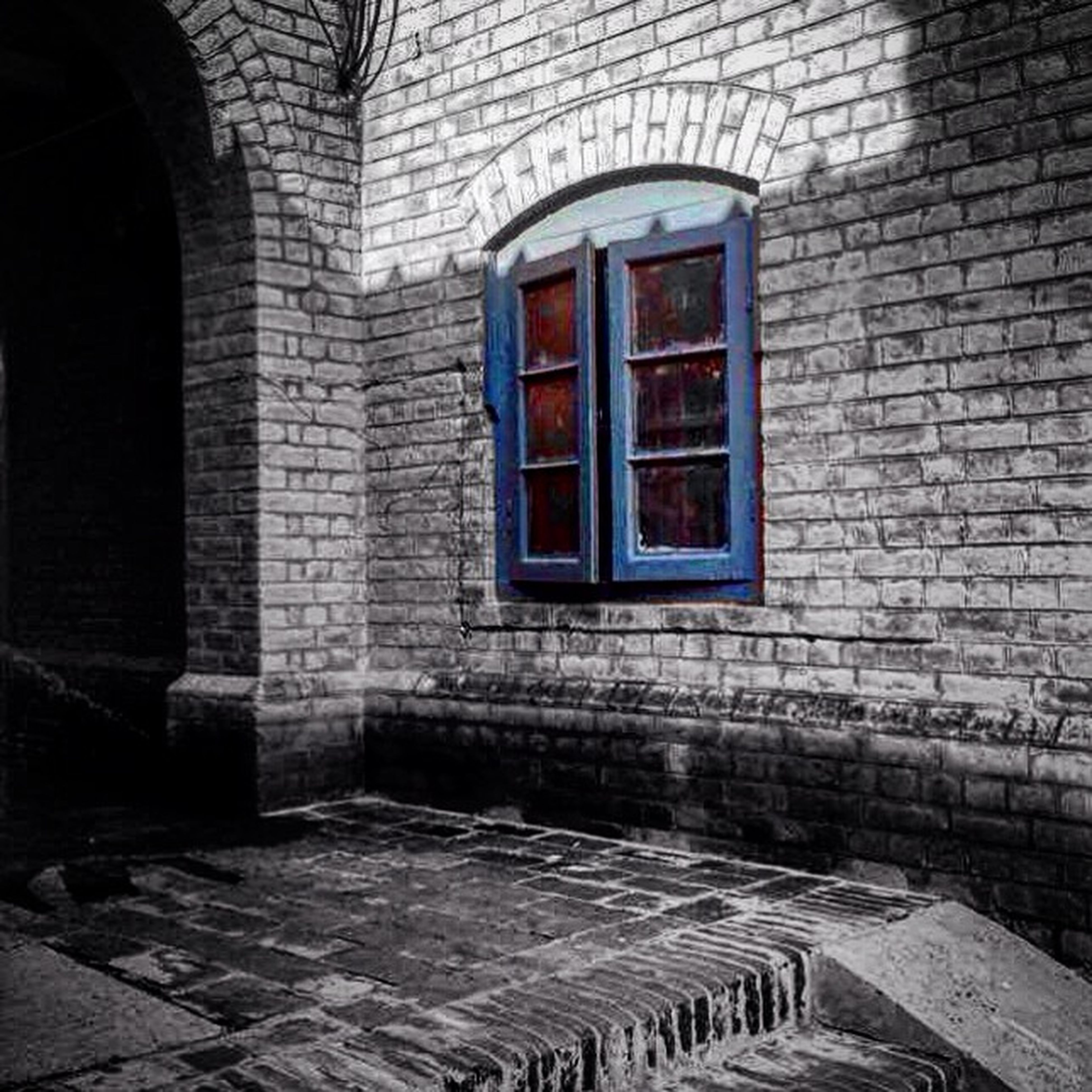 architecture, built structure, building exterior, window, brick wall, stone wall, wall - building feature, arch, old, building, house, abandoned, entrance, wall, day, no people, damaged, obsolete, door, closed