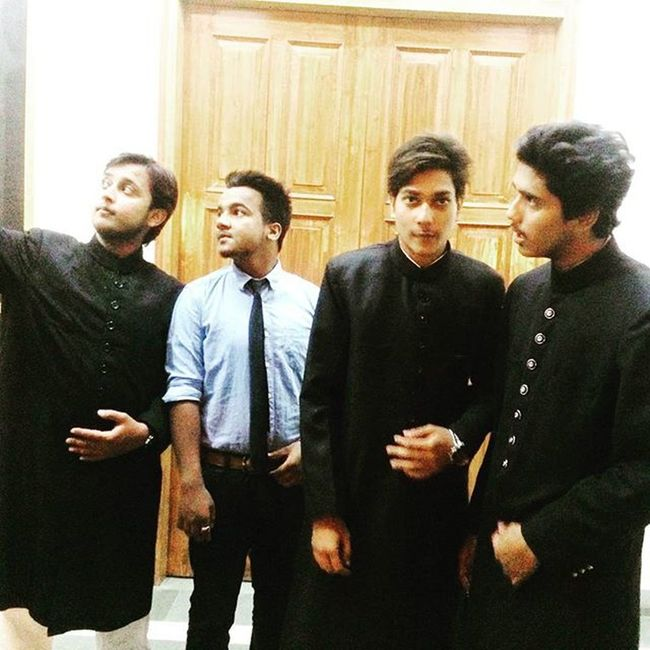 In the posing positions... 😂😂😍 Sir_syed_day