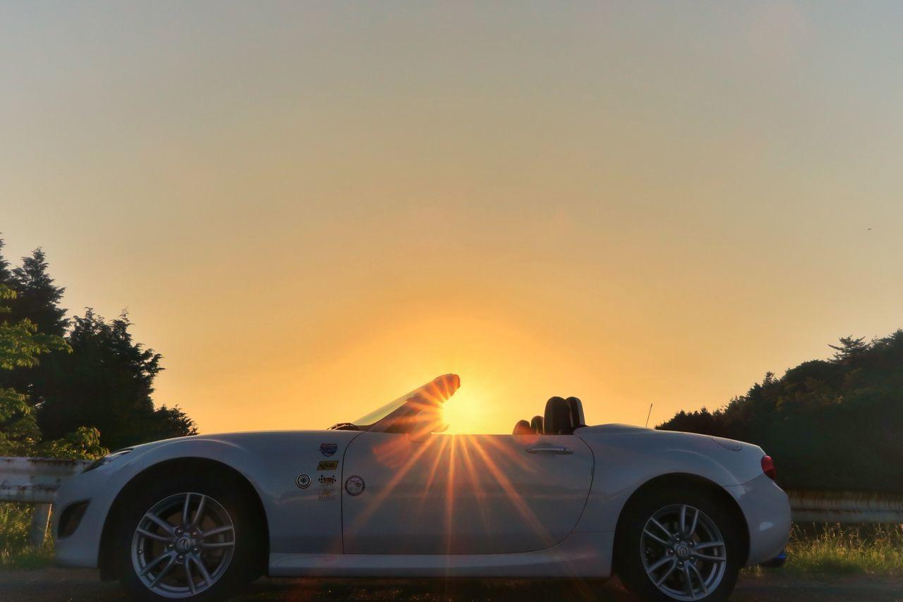 夕焼け空 空 青空 山 日暮 車 マツダ ロードスター Sunset Sun Sunlight Sky Blue Sky Mountain Car Mazda MX-5 Miata Transportation Road Trip Nature EyeEm Nature Lover EyeEm Best Shots Beauty In Nature Nature