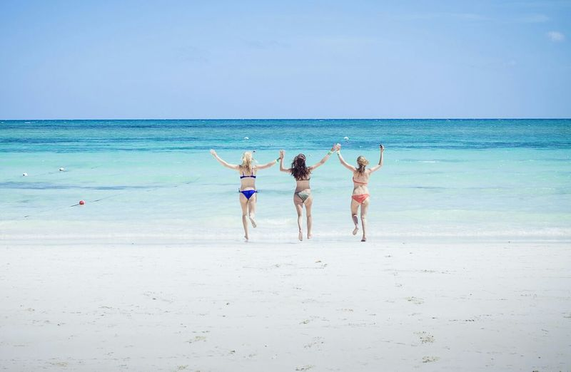Feel The JourneyThe EyeEm Facebook Cover Challenge Wind In My Hair on the bahamas, Girls Having A Great Time Traveling with my Friends, Life Is A Beach