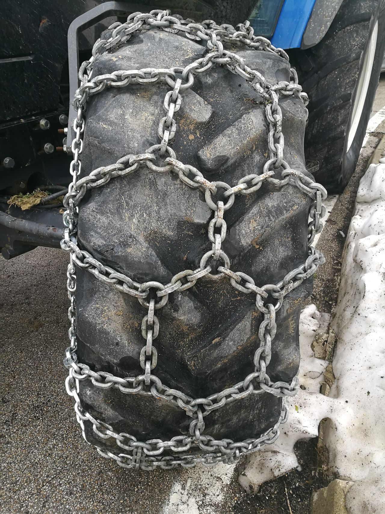 Snow chains on a tractor tire BIG Chains Grip Large Pneumatic Rubber Snow Snowchains Strength Tire Tractor Tyre Winter