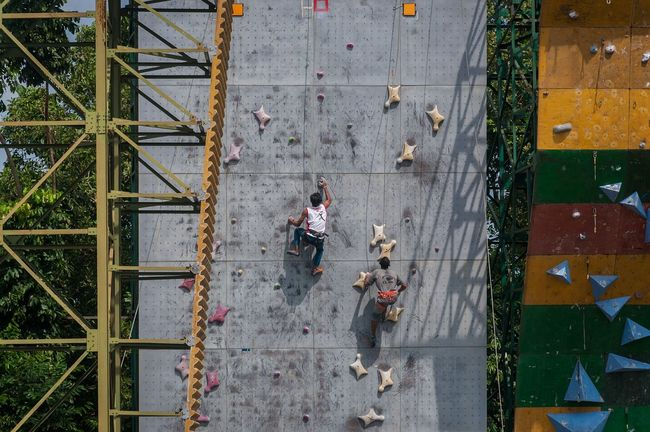 The Color Of Sport Streetphotography Open Edit EyeEm Best Shots Sport Men Walking High Angle View Person Full Length Day Casual Clothing City Life Taking Photos Check This Out Eye4photography  Sports Photography Climbing Climb People And Places