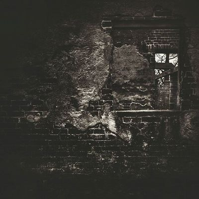 Calke Fiftyshadesof_history Gloomgrabber Jj_sombre Rsa_doorsandwindows Derbyshire 80sixd Derelictplaces Grime_nation Darkshots Masters_of_darkness Grimelords Kings_abandoned Sombresociety Creepywindowsunday