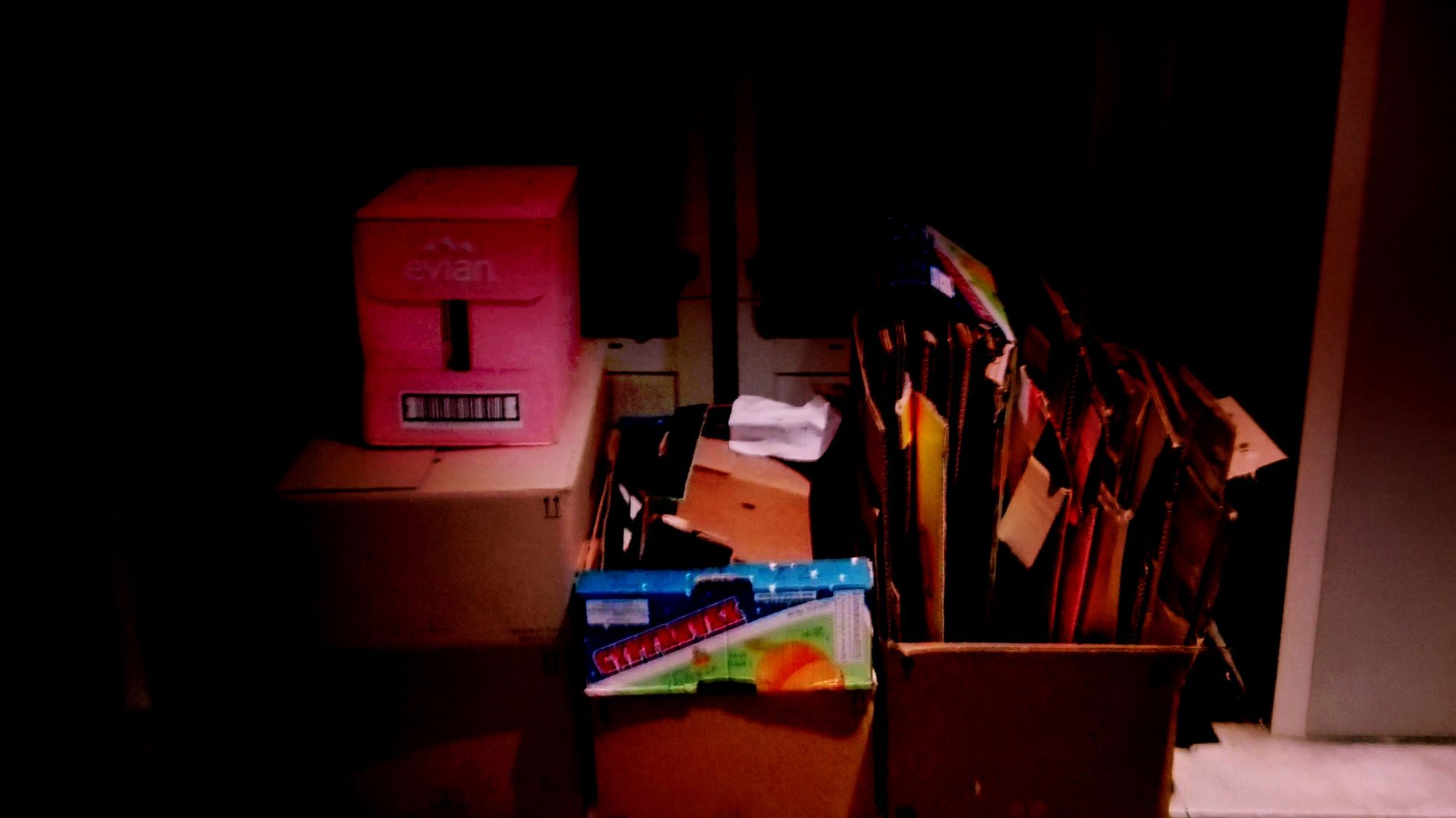 Technocity Nightphotography Looking For Water Box Pink Color No Passada Entre Ombre Et Lumiere France Ici Paris