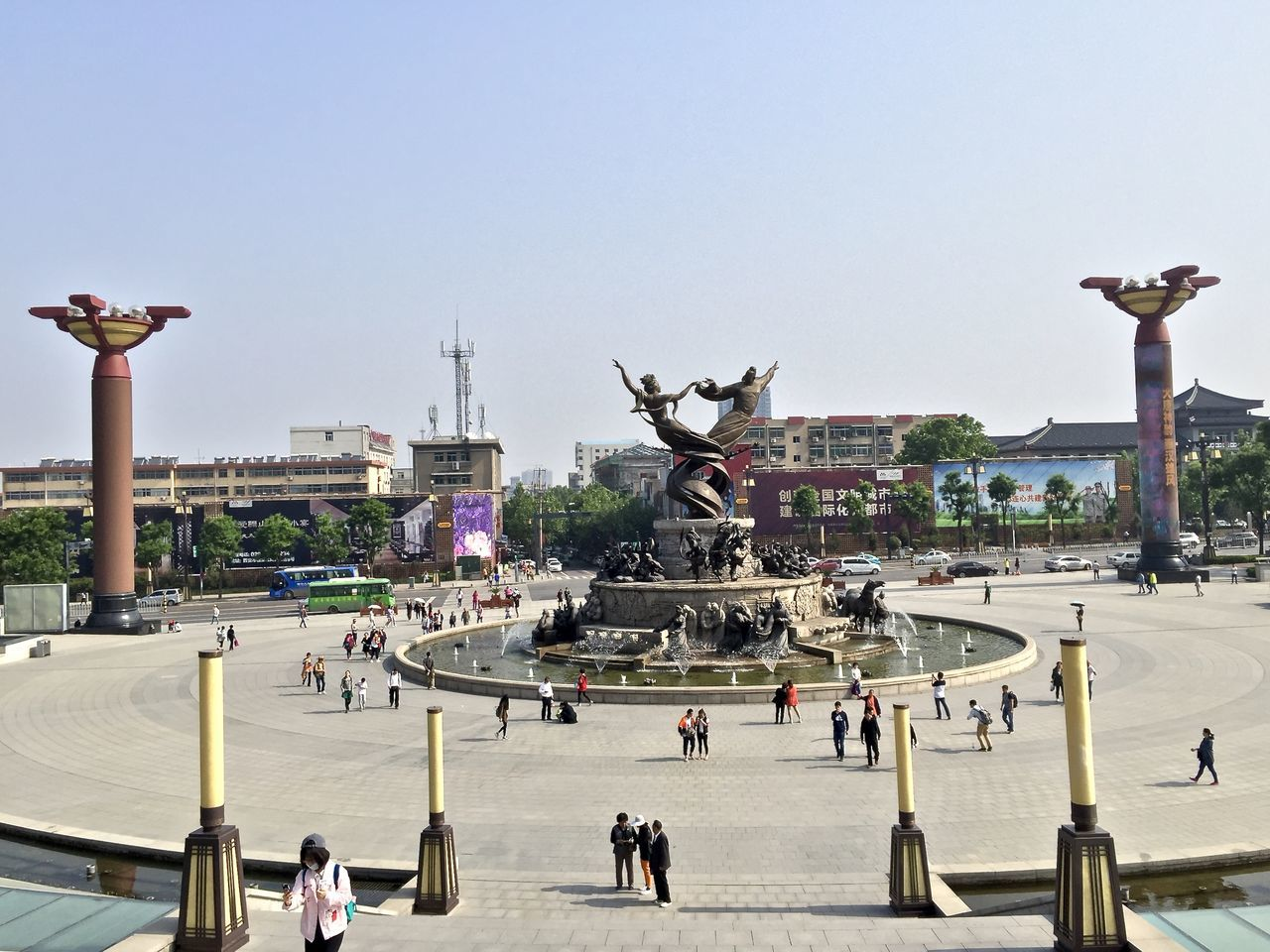 statue, sculpture, art and craft, large group of people, human representation, monument, built structure, travel destinations, architecture, memorial, history, clear sky, arts culture and entertainment, day, lifestyles, outdoors, city, real people, sky, crowd, king - royal person, people