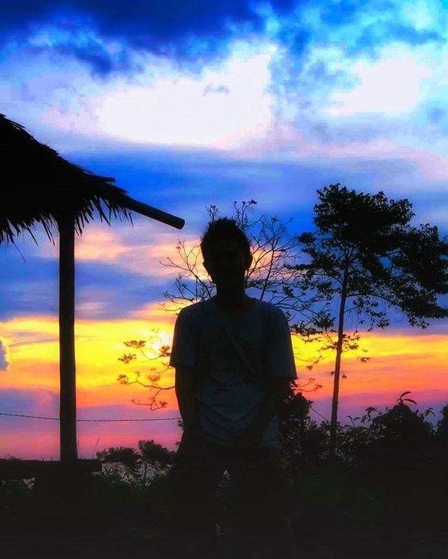 -Menjemput senja diujung Promasan (Mr. Tonysari). . . . . People Peopleinframe Inspirepeople Humaninterest Hi_photography Sunset Promasan Photographcatcher Ksagamaksara