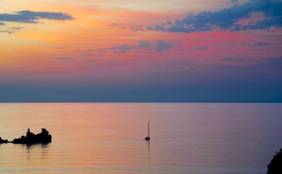 https://open.spotify.com/track/3LKolnkcXrrx7oHWf6GmZN Aguilas Amanecer Beauty In Nature Horizon Over Water Napatu Sea Sky Water