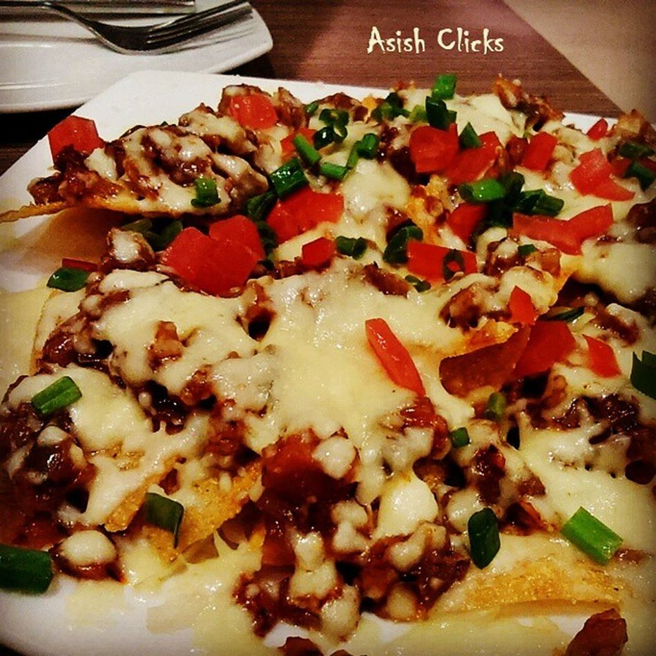Nachos - Crisp corn tortilla wedges splashed with refritos melted cheese,chopped tomatoes,onion and chicken topping. Nachos Chicken Cheese Tortilla Wedges Foodporn Eats Eatthis Asishclicks Foodphotography Mobilephotography Delicious Awesome Mexico Mexicanfood Pollo Donpepe Chennai