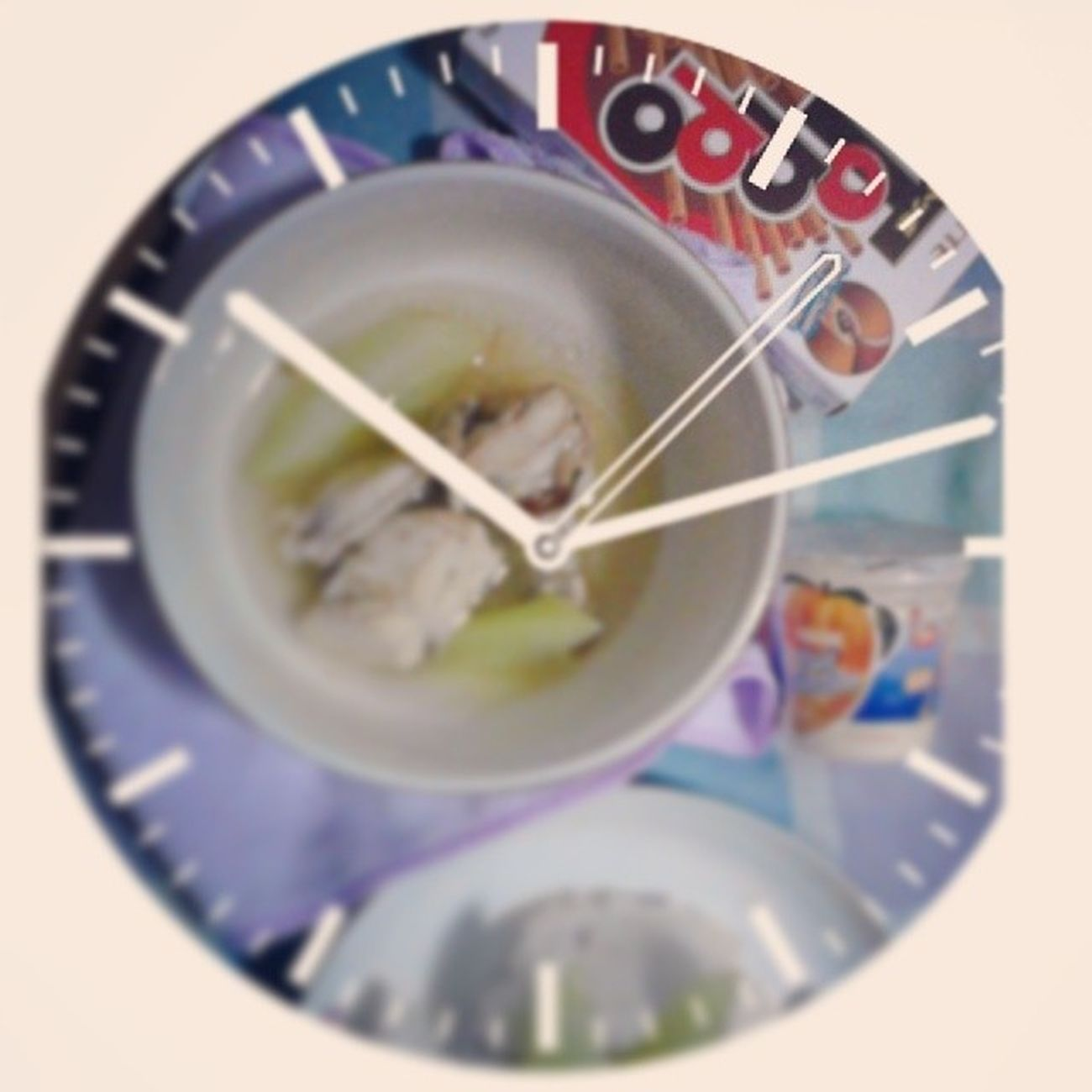 Jgh. Dinner kung dinner! Wala nang diet, diet! Di na uso yun! XD Tinola Rice TOPPO❤ PeachMangoYogurt mogumogu LAMON