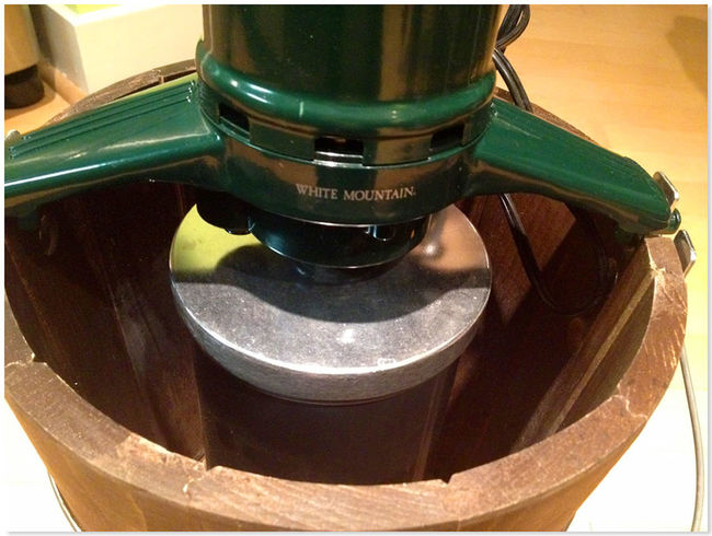 Close-up Fresh Homemade Ice Cream Maker Indoors  Machine Maker Old-fashioned Sorbet