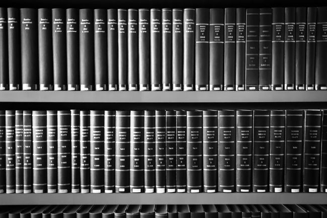 books Auto Post Production Filter B&w Photography Black And White Bookcase Books Built Structure Bücher  Bücherregal Full Frame In A Row Pattern Regal Repetition