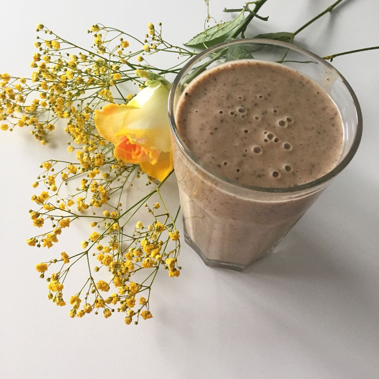 Energyshake in the morning Shakes Cocoanibs Flower Yellow Healty Delicious