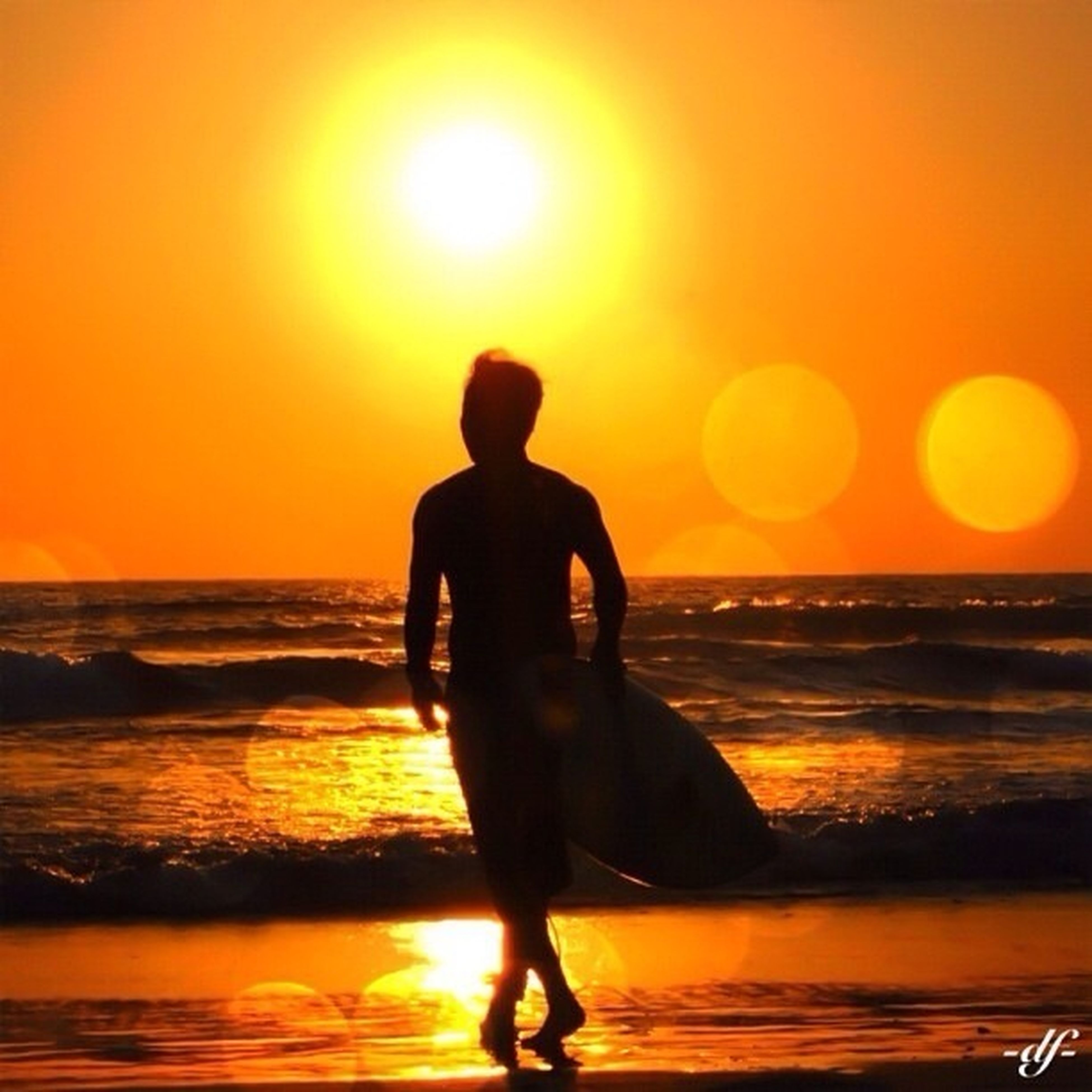sunset, sea, sun, beach, horizon over water, orange color, silhouette, water, shore, leisure activity, lifestyles, standing, beauty in nature, scenics, full length, idyllic, tranquil scene, tranquility