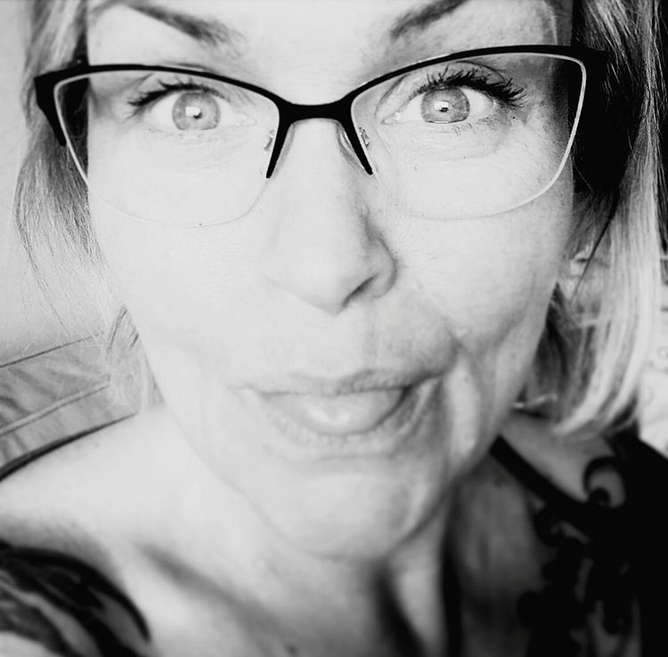 Going Out For Dinner Eyeglasses  Headshot Portrait This Is... Eyeem A Happy Woman Close-up Still Focusing Sobriety  Worrier Starting Over New Life That's Me 19days