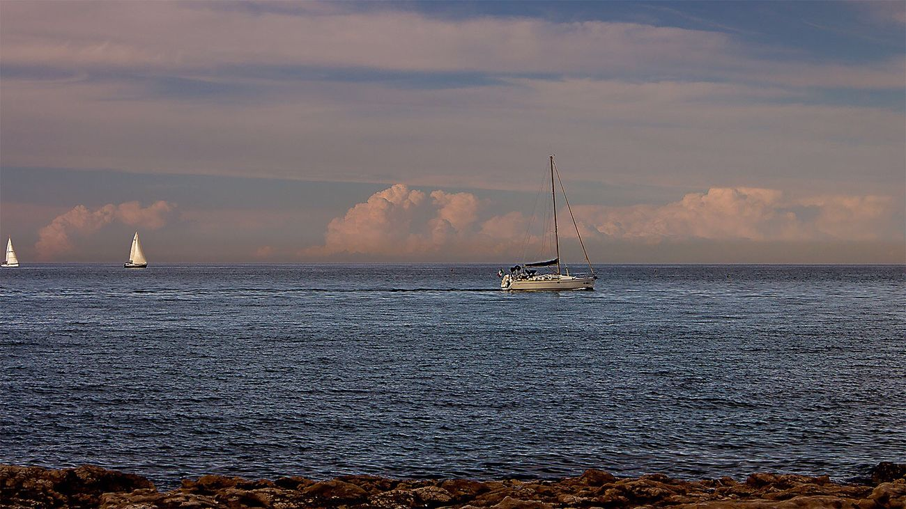 Ti ricordi il mare Nautical Vessel Sea Sky Cloud - Sky Water Sunset Nature Sailboat Beauty In Nature Transportation Scenics Sailing Mode Of Transport Outdoors Tranquility No People Horizon Over Water Mast Yacht