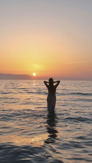 Relaxing Enjoying The Sun Sea Enjoying The Sunset Life Is A Beach Kadınlar Denizi Kusadasi Sunset Taking Photos Enjoying Life