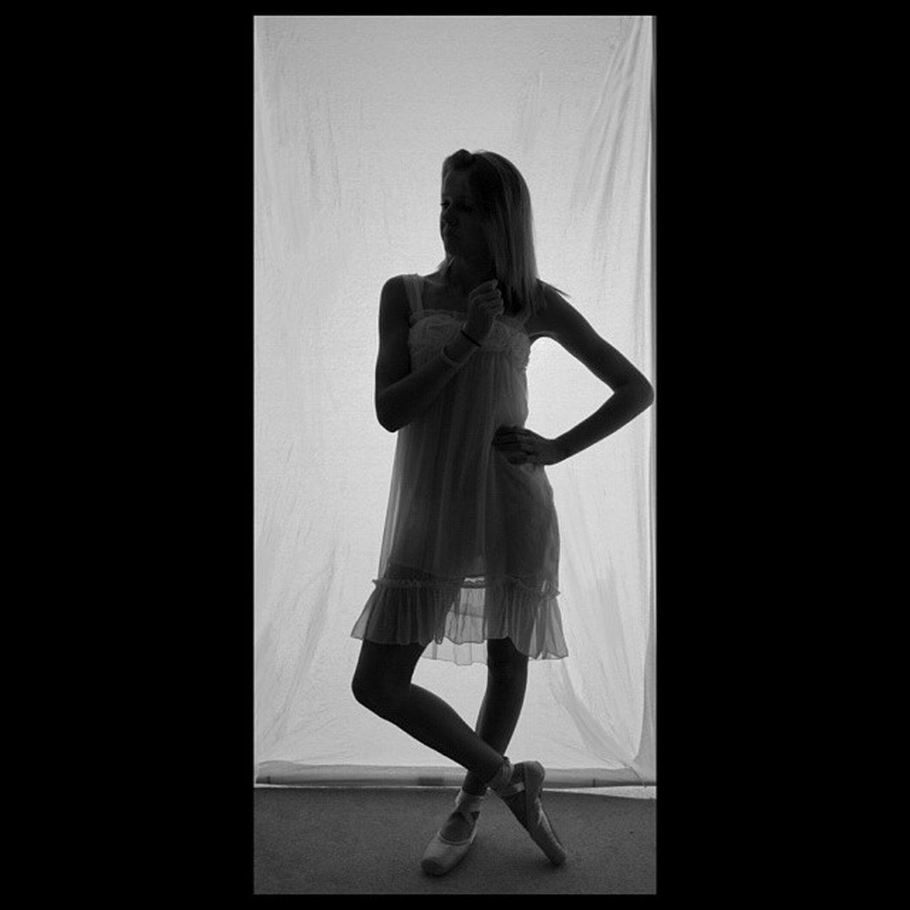 Wenn von den Menschen die du jahrelang geschätzt hast, keiner mehr Respekt hat, dann schiebst du dir zurecht Hass. Summercem Me Ballett Ballet Dancer Black And White