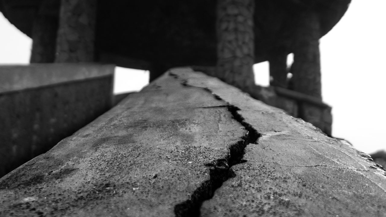 Crack along a stone Bannister Architecture Black And White Built Structure Crack Division Monochrome Home Is Where The Art Is Canonphotography Daytime Segregation  Welcome To Black